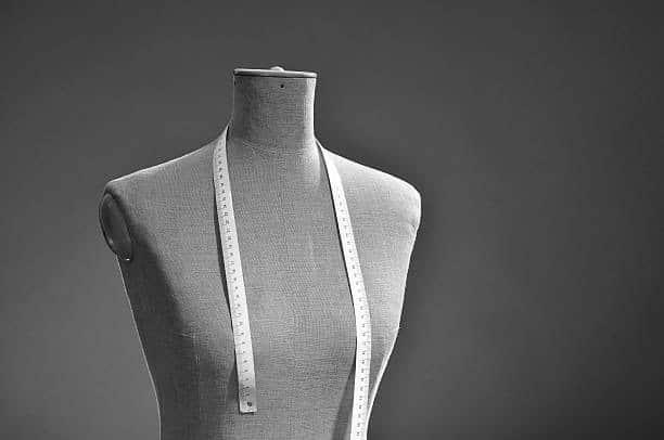 Mannequin de couture avec un metre ruban