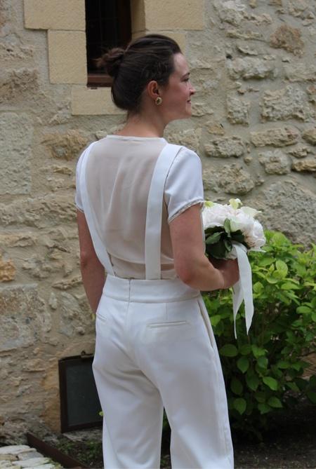 Mariée en pantalon blanc en laine