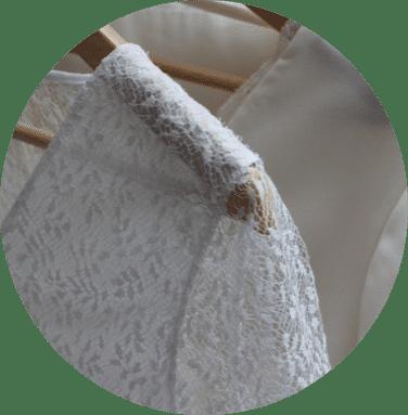 Un ensemble pantalon de mariage
