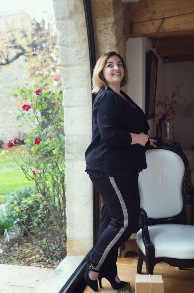 Portrait de femme en pantalon - Nathalie de Querencia (1)