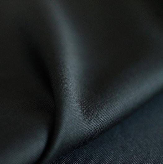 Matières naturelles pour le pantalon - La laine noire italienne