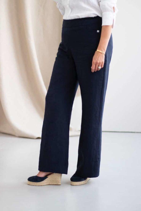 Remarquable - Pantalon large en lin marine - Côté