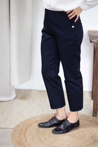 Pantalon cigarette en coton bio marine - Pantalon femme fabriqué en France - Modèle Charmant