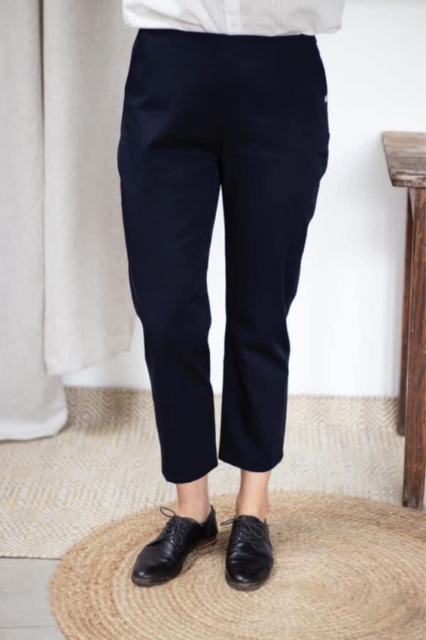 Pantalon cigarette en coton bio marine - Pantalon femme fabriqué en France - Modèle Charmant4