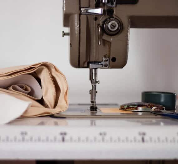 Machine à coudre pour les pantalons femme C.Bergamia