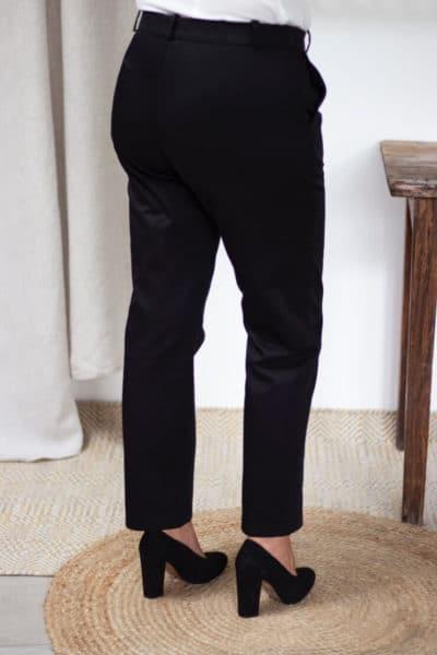 Pantalon femme en coton biologique noir - Vue de dos - Authentique - Les Basiques