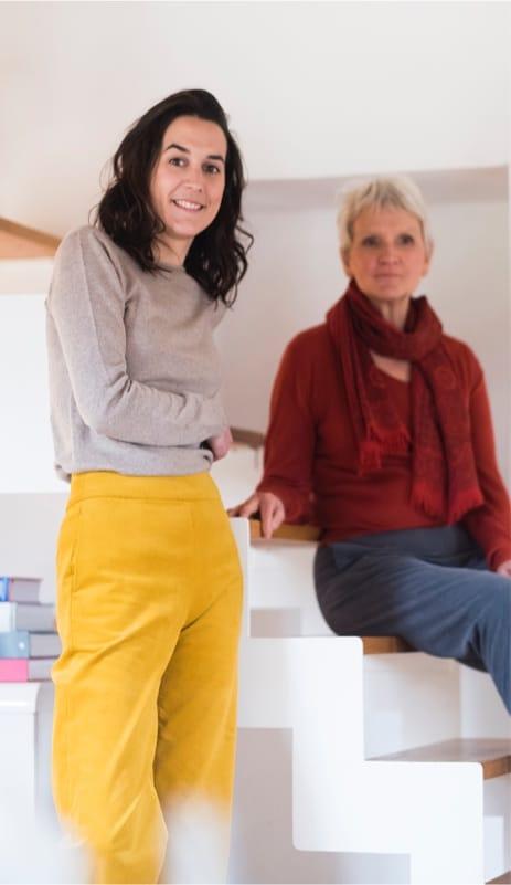 Choisir un pantalon avec une large ceinture pour marquer la taille