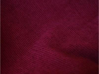 Velours de coton biologique certifié GOTS - Zoom sur la couleur Framboise - C.BERGAMIA - Choisir le tissu de son pantalon