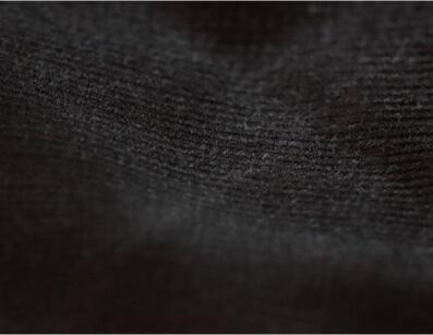 Velours de coton biologique certifié GOTS - Zoom sur la couleur noire - C.BERGAMIA - Choisir le tissu de son pantalon