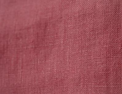 Zoom sur le 100% lin rose Magnolia pour composer son pantalon fabriqué en France (1)