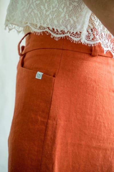Short femme en lin orange fabriqué en France par C.Bergamia 3